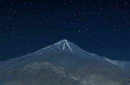 نمایی از دماوند در شب